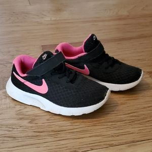 Nike Tanjun Sneakers Athletic Tennis Shoe Pink
